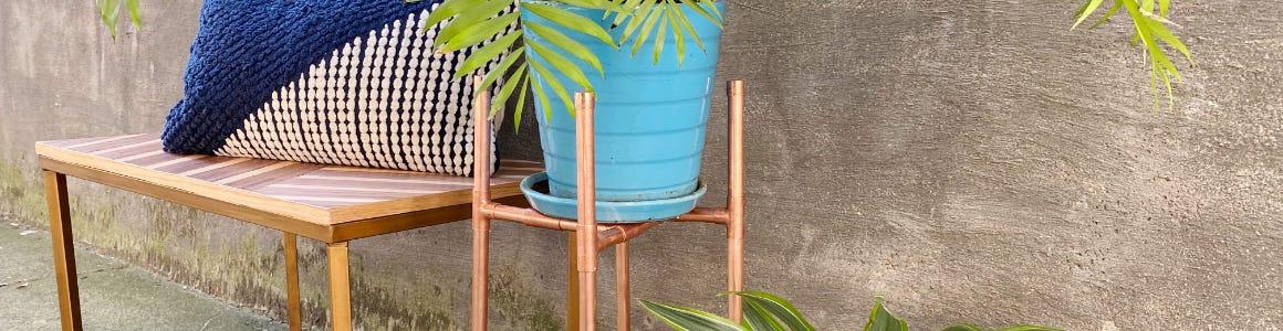 Самодельная подставка из металлических труб