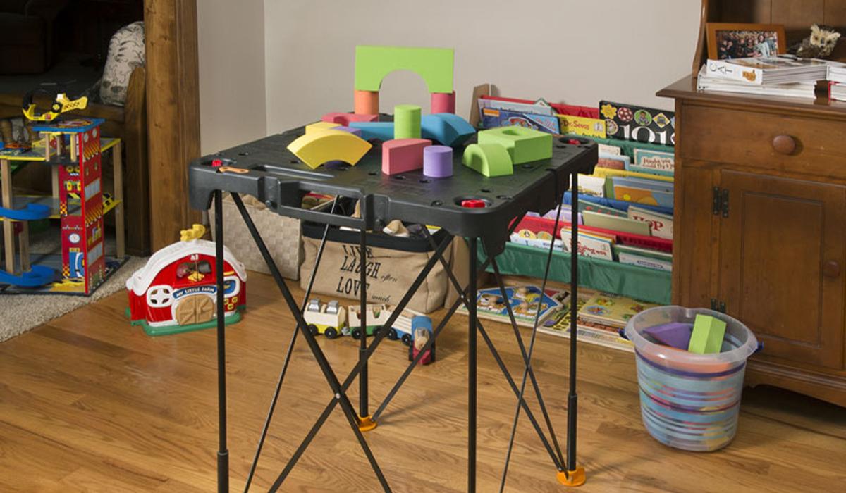 Конструкция этой модели надежна и безопасна, что позволяет использовать стол не только для работы, а даже в качестве детского игрового столика.